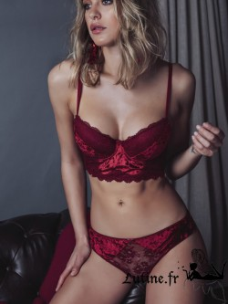 ADMAS WOMAN SEXY STORIES Coffret Ensemble Soutien-gorge bustier push-up et slip velours rouge